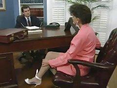 Палави шеф чука си нов секретар