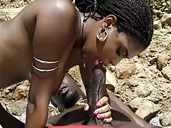 Черен milf с космати путка се ползват bbc плаж